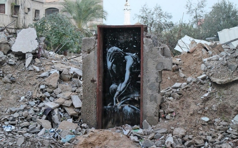 Thumbnail image for Banksy brings art and attention to battle-scarred Gaza