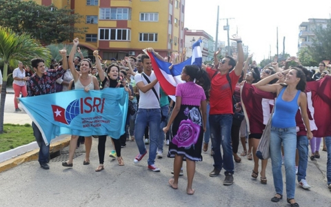Thumbnail image for Cubans celebrate news of US-Cuba thaw