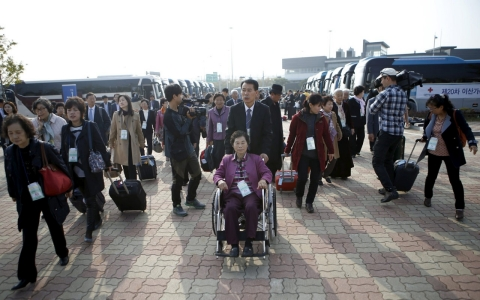 Thumbnail image for S. Koreans arrive in North for family reunions