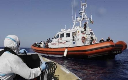 Thousands of refugees rescued off Libyan coast