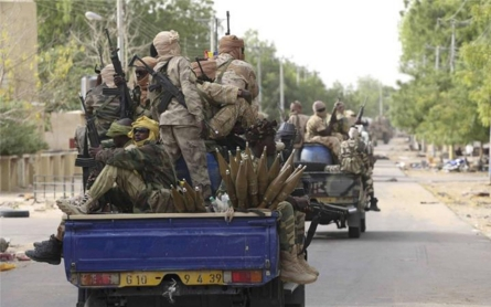 Suicide bombers attack police HQ in Chad's capital