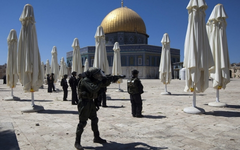 Thumbnail image for Clashes erupt at Jerusalem's Al-Aqsa Mosque on Jewish holiday
