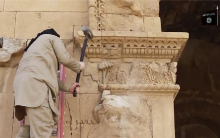 ISIL looting heritage sites on 'industrial scale'