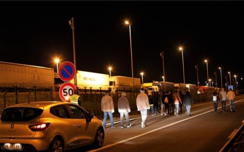 Thumbnail image for One dead as 1,500 migrants attempt to enter Eurotunnel