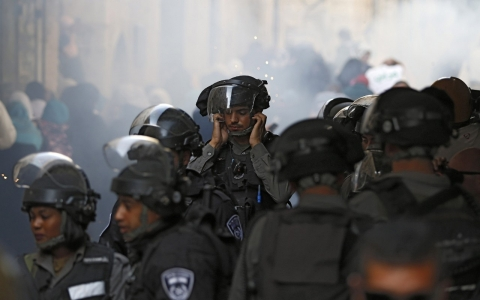 Thumbnail image for Clashes as Israeli soldiers storm Al-Aqsa compound