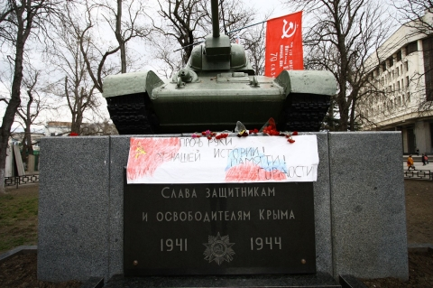 "A World War II memorial in the center of Simferopol.; the sign reads ""Hands off our history! Memory! Pride!"""