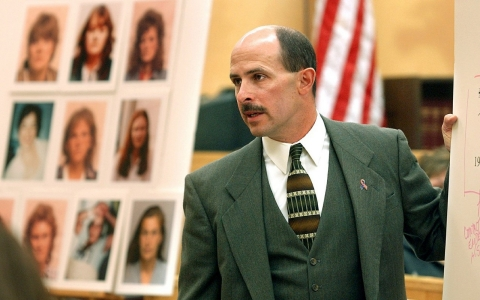 Prosecutor Jerry Costello makes closing arguments in 2002 and asks for the death penalty for convicted Spokane serial killer Robert Yates.