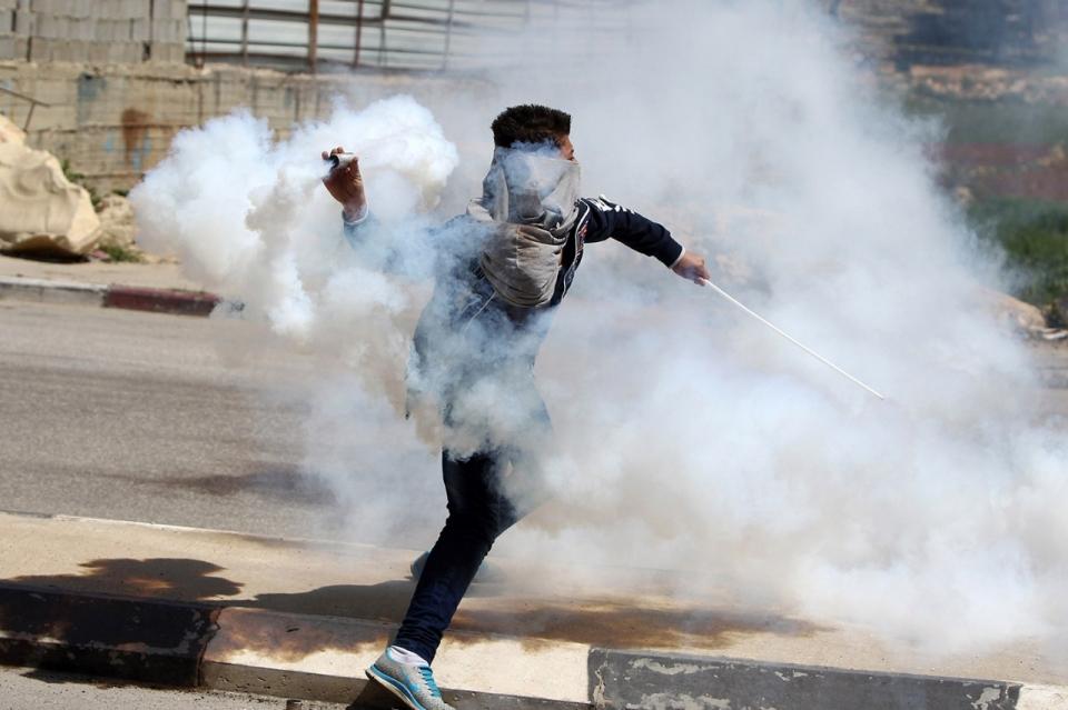 Around the world in tear gas: Protests stifled in 2014 | Al Jazeera ...
