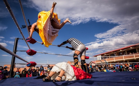Thumbnail image for Cholitas luchadores are ready to rumble