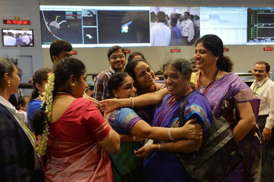 photos india spacecraft reaches mars orbit al jazeera