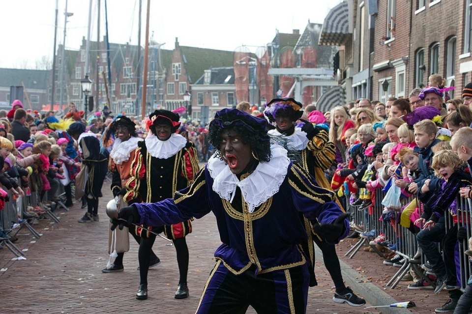 a discussion on zwarte piet black peter a dutch tradition Apparently during christmas it is perfectly acceptable and a tradition to dress up as 'black peter' or zwarte piet  discussion about the subject  of the dutch.