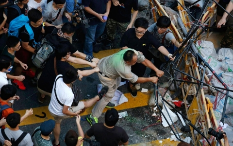 Thumbnail image for Photos: Fights break out on protest barricades in Hong Kong