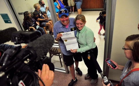 Thumbnail image for Photos: Gay marriages begin in five states