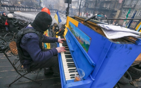 Thumbnail image for Photos: Pianos and protest in Ukraine