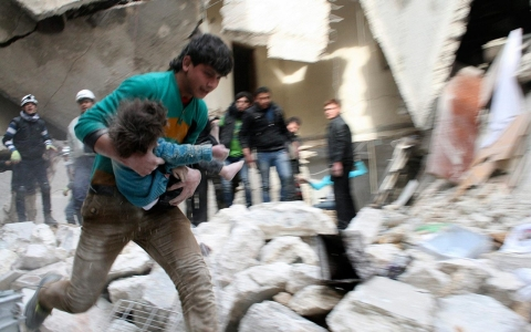 Thumbnail image for Photos: Dozens killed in barrel bomb attacks over Aleppo