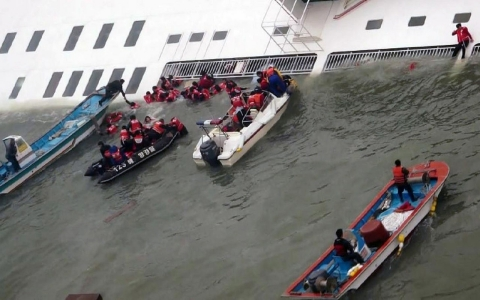 Thumbnail image for Photos: South Korean ferry sinks