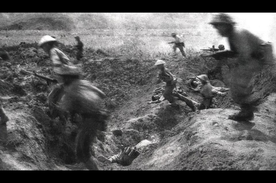 diem bien phu Dien bien phu n'est pas une destination très touristique assez éloignée de hanoi et difficile d'accès, elle tout de même célèbre car elle fut le siège de la bataille de dien bien phu, qui mit fin à la guerre d'indochine le 7 mai 1954, par la victoire du viet minh sur les français.