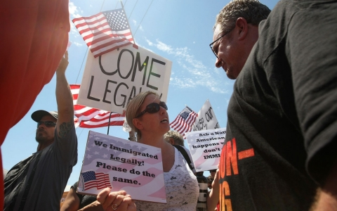 Thumbnail image for Photos: Murrieta a flashpoint in immigrant crisis