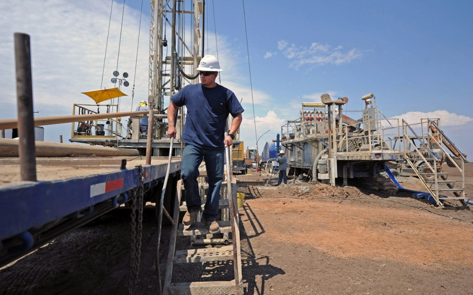 In dry California, water goes to those who drill the deepest | Al