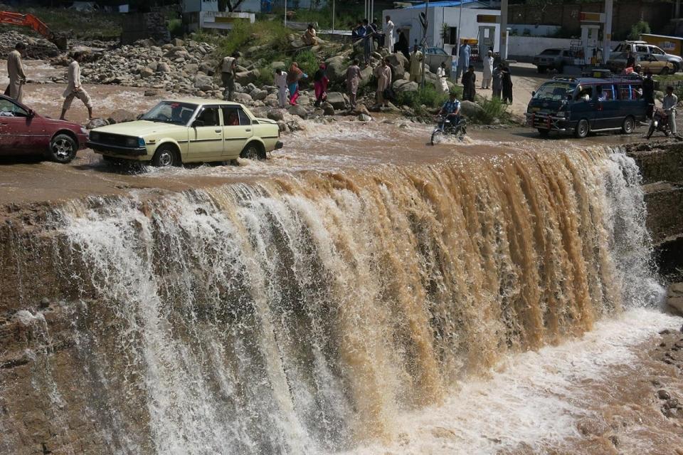 flood in kashmir 2014 essay help