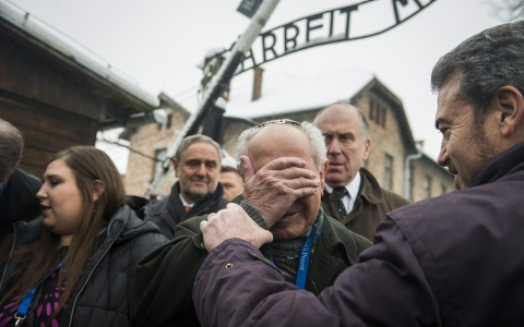 Thumbnail image for Photos: Auschwitz then and now