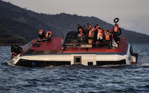 Thumbnail image for Photos: 150 rescued from sinking boat off Lesbos