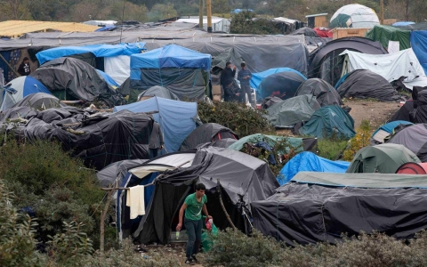 Thumbnail image for Photos: New 'Jungle' refugee camp in Calais prepares for winter