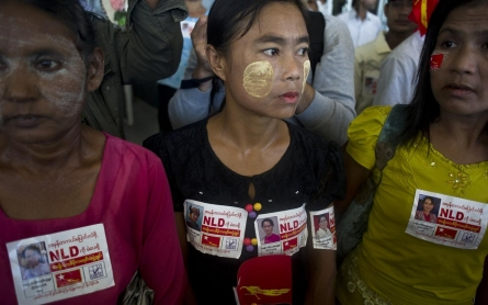 Photos: Myanmar's Aung San Suu Kyi campaigns in contentious Rakhine State