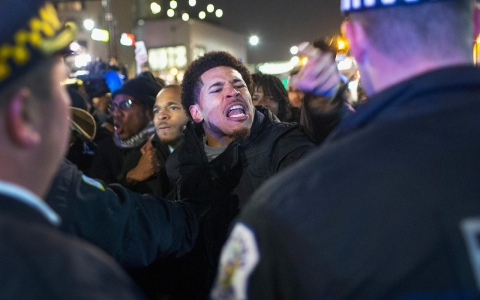 Thumbnail image for Photos: Protest in Chicago over shooting death of Laquan McDonald
