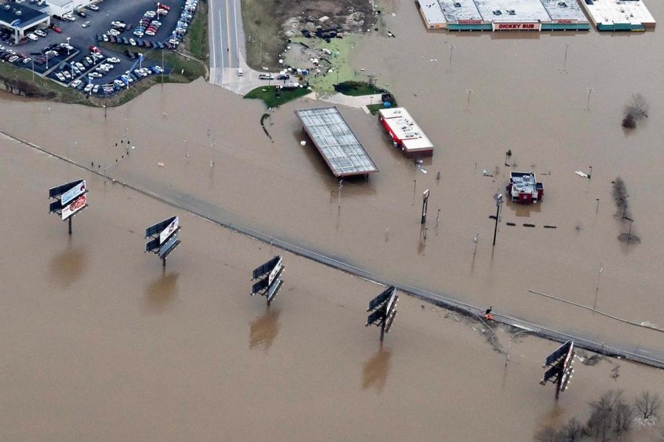 Photos Flooding Hits Missouri And Illinois Al Jazeera