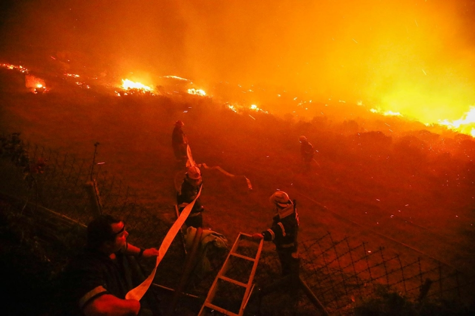 photos  fires rage in cape town