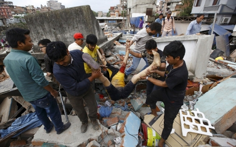 Thumbnail image for Photos: Earthquake in Nepal kills hundreds, flattens buildings