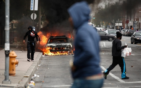 Thumbnail image for Photos: Protests in Baltimore turn violent