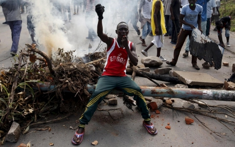 Thumbnail image for Photos: Street battles in Burundi intensify