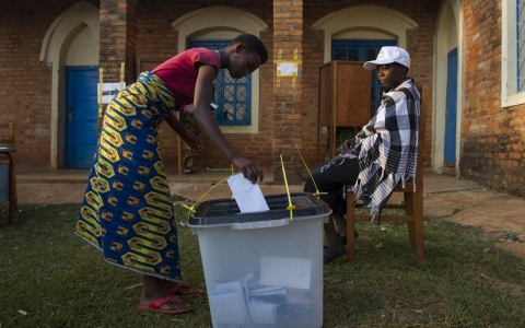 Thumbnail image for Photos: Election in Burundi marred by violence
