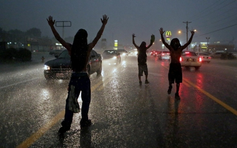Thumbnail image for Photos: Unrest in Ferguson continues for second day