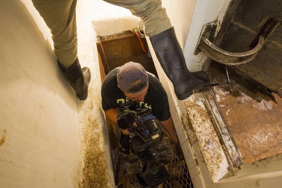 Photos inside el chapo 39 s safe house al jazeera america for Hidden floor safes for the home