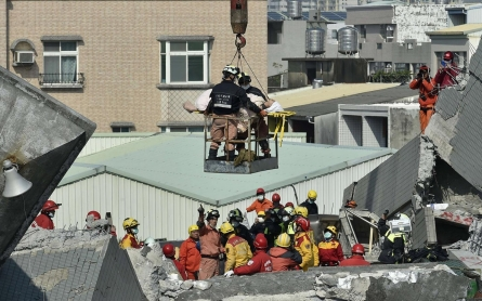 Photos: In Taiwan, rescuers' frantic search for earthquake survivors