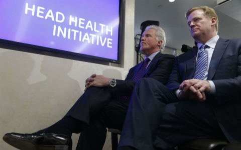 Chairman and CEO of General Electric, Jeff Immelt, left, and NFL Commissioner Roger Goodell listen during a news conference in March. On Thursday, the NFL settled its concussion lawsuit for $765 million.