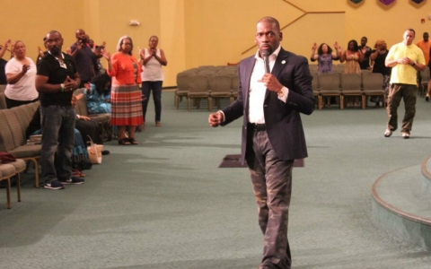 Dr. Jamal Bryant giving his sermon at Empowerment Temple A.M.E.