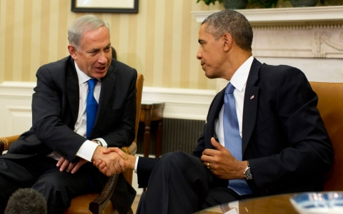 President Barack Obama shakes hands with Israeli Prime Minister Benjamin Netanyahu in the White House in Washington, D.C. on September 30, 2013.