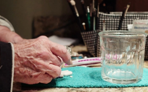 Thumbnail image for In 'hidden epidemic,' senior citizens getting hooked on painkillers