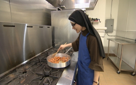 Chicago nun cooks divine Thanksgiving meal for the needy