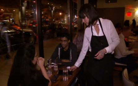 Pressure for no-tipping restaurants grows