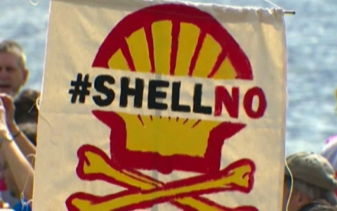Thumbnail image for Kayaks and Shell Oil face off in Seattle