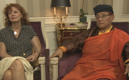 Susan Sarandon and Buddhist leader appeal for Nepal relief