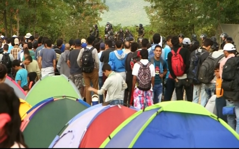 Thumbnail image for Police in Macedonia use force against refugees trying to cross the border