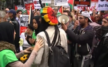 Pro-Palestinian and pro-Israeli protesters gather in England