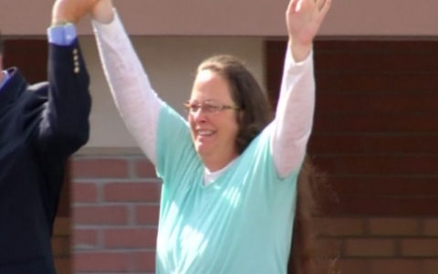 Thumbnail image for Rowan County Clerk Kim Davis to return to work