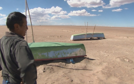 Bolivian lake turns into a desert